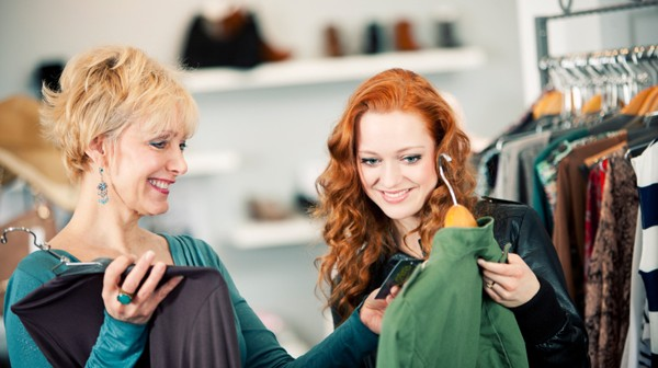 adult-daughter-shopping-with-her-mother-600x336